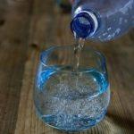 Köp inte vatten på flaska … då hotar du miljön!